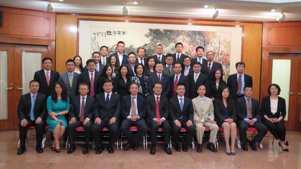图为参加会议的企业代表合影 (来源: Xiao Yun, USChinaPress)